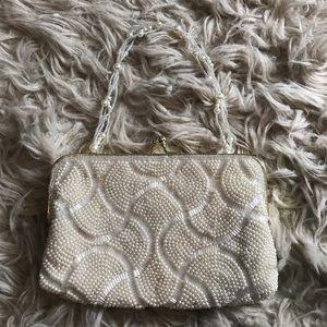 ❗️NWOT❗️LA REGALE pearl beaded purse